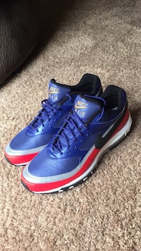 BRAND NEW NIKE AIR MAX  ,,, size13 never worn only tried on!