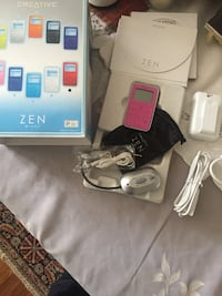 Cool vintage ZEN 5 gigabit MP3 player with case and all accessories + software documents  Ottawa, K1H 7L1