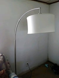 FLOOR LAMP, VERY CLEAN AND NICE  Loudon, 37774