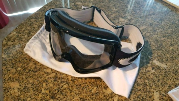 Oakley Clear Snowboarding Goggles - Unused