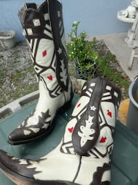 Woman's cowboy boots EYE CATCHING!!