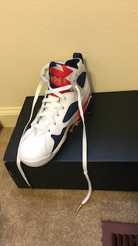 Unpaired red, blue, and white Air Jordan 7 with box size 5 boys