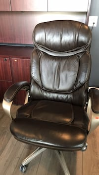 black leather office rolling chair Surrey, V3Z 0X7