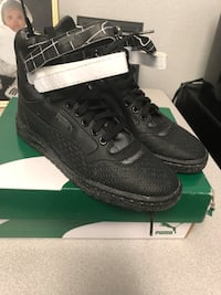 pair of black Adidas low top sneakers on box Houston, 77098