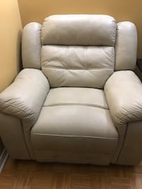 Single Seater Recliner Richmond Hill, L4S 1T4