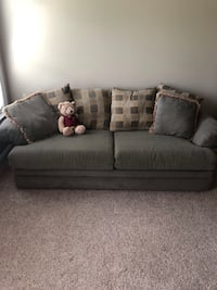 Queen size pull out sofa. Fultondale