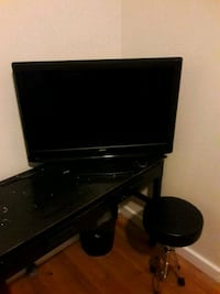 black flat screen TV with remote Beaufort, 29902