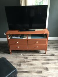 Tv stand with Chalk board paint for messages on the sides  Paris, N3L 1T7