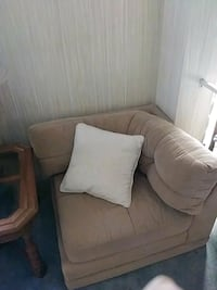 Corner Couch ( fluffy beautiful beige Melbourne, 32904