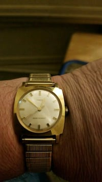 round gold-colored analog watch with link bracelet Amsterdam, 12010