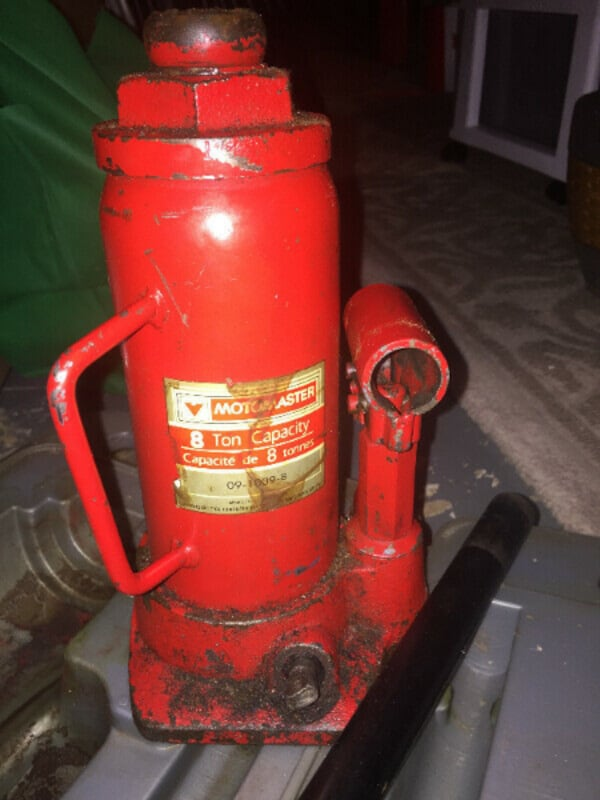 hydraulic 8 tons jack or very best offer f674fcee-3a51-4ad6-9344-f1076a8e613e