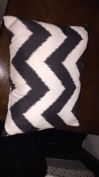 White and black pillow new Ashburn, 20147