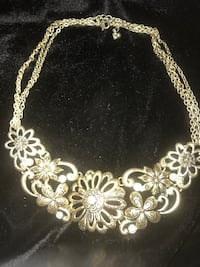 gold chain link necklace with heart pendant