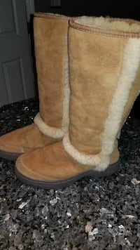 UGGS worn once