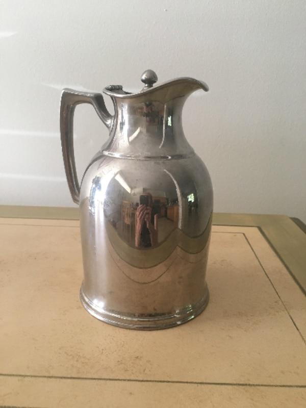 clear glass pitcher with lid
