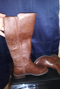 Brown boots by guess size 6.5 porch pick-up only