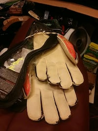 Size 7 and size10 RECEPTOR SOCCER GOALY GLOVES Monrovia, 21770