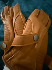 Brand new never worn gloves Toronto, M3A 2G4