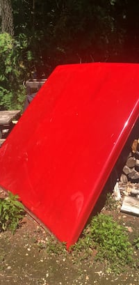 Red 2002 Dodge Ram bed cover Epping, 03042