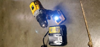 DeWalt powerful   Atomic Drill 12V with charger