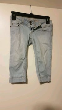 Light denim capris Calgary, T2K 5A5