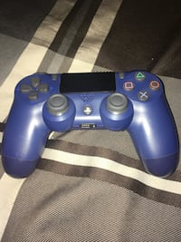 2 PS4 controllers for sale Cambridge, N3H 5E6