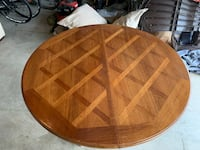 Nice old Dining room table comes with 3 leaves and 2 extra legs  Hagerstown, 21740