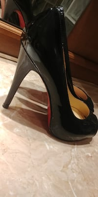 Christian Louboutin Brand New Peep-Toe Red Sole Pumps BLACK Size 9 Mississauga
