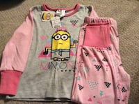 Size 4 girls Minion long sleeved pyjamas, Toys r us brand, new with tags