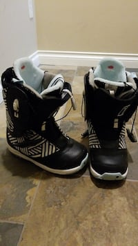 Burton heated snowboard boots size 7.5 ladies White Rock, V4B 1P1
