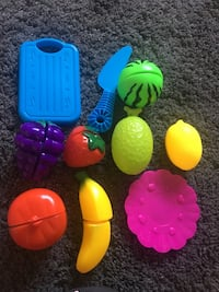 Play vegetables( pretend play and cut)