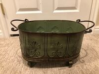 Great Decorative Green Planter! Sandy, 84094