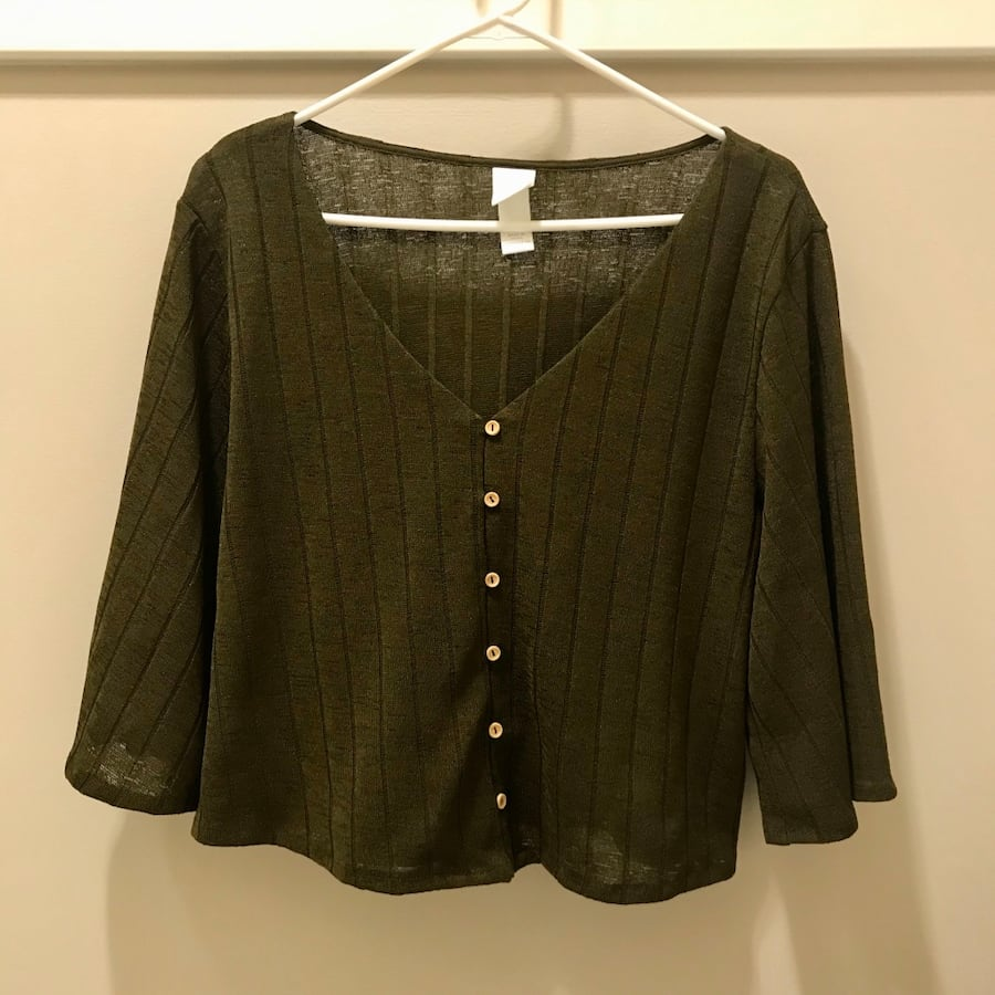 H&M Boxy Knit V-Neck Top (M)