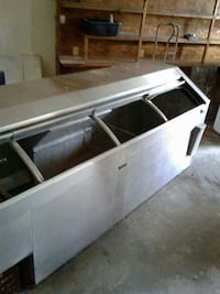 Old school drink cooler,runs great gets ice cold Wilmington, 28401