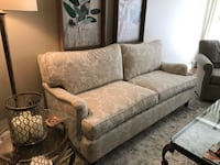 Sofa. 6' Excellent condition available immediately  Chicago, 60655