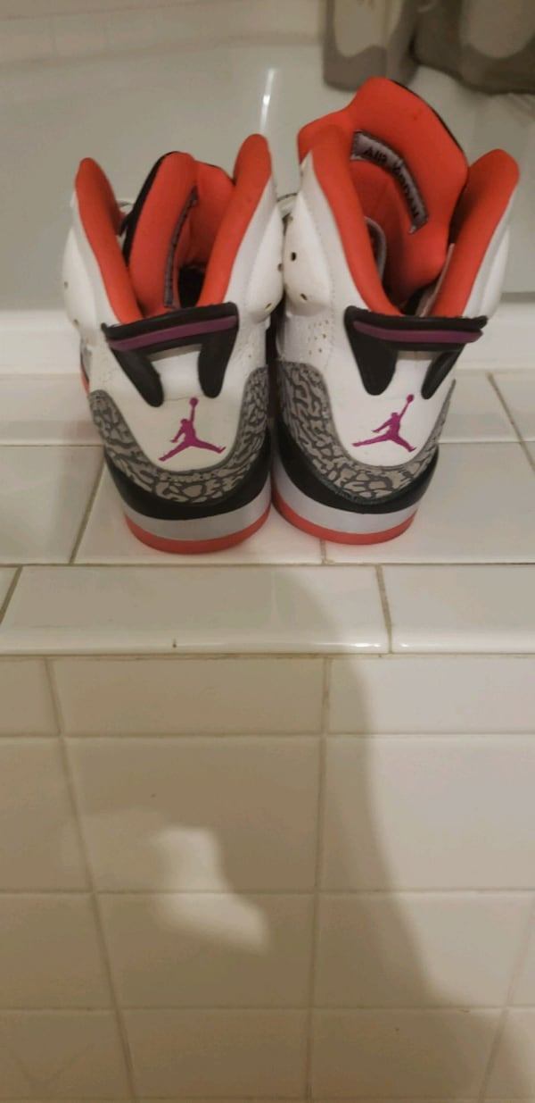 Jordan 5' son of mars hot larva size 5 used good condition $40 032dced5-1b86-44b8-8368-98b0408954a3
