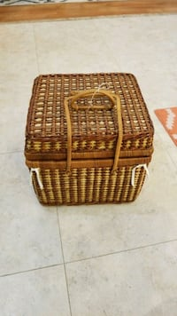 Large wicker pic nic basket Kelowna, V1Y 3P9