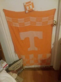 Tennessee throw , wanting to sell all as a LOT ! Greeneville, 37745