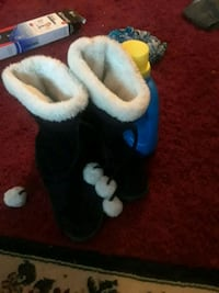 pair of black-and-white fur boots Laurel, 19956