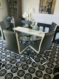 Glass round table with 6 chairs  Orland Park, 60467