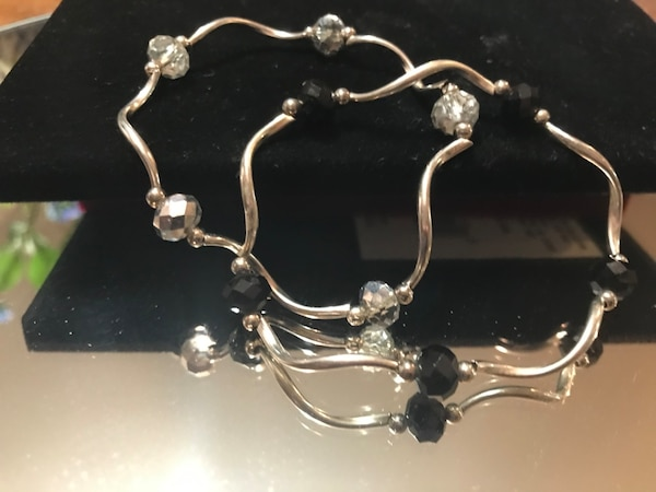 Beautiful! Set of Silver stretch Bracelets with Black & Crystal Stones 86540d32-1681-4dd0-bbdb-fd683da0932b