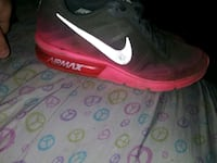 NIKE Air Max sequent size 7.5.