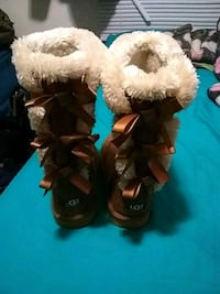 Ugg w bailey bow size 6 they were 250 retail  Flint, 48507