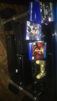 ps4  come with 2 control amd games  Whittier, 90601