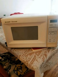 white General Electric microwave oven Montréal, H8R 2G8