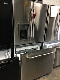 GE café stainless steel French doors fridge in excellent condition