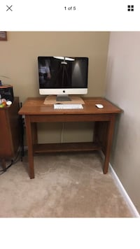 Wood desk Alexandria, 22302