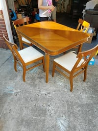 Dining Table w/ 4 chairs. Great condition. Franklin Square, 11010