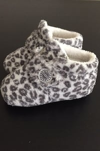UGGS baby slippers New Westminster, V3L 3C5