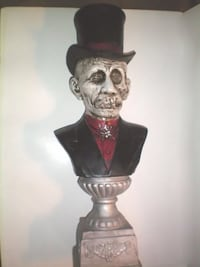 Halloween Decor Corpse Head With Top Hat And Tuxedo On An Urn London